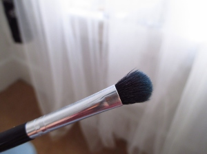 Use a really soft blending brush! This is a must. When wearing bright colours, nothing looks good if you don't create a gradient by blending colours during a transition.