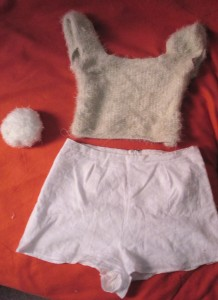 It happened that I already had a furry merino sweater. So turning into a bunny was sweet and easy!
